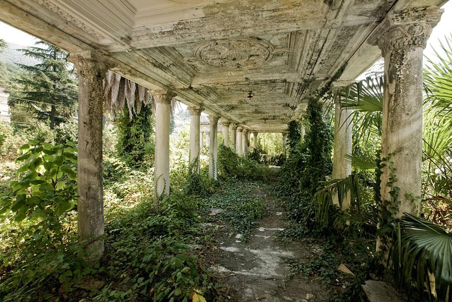 naturaleza-recupera-lugares-abandonados-22
