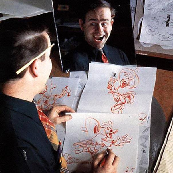 Animadores de disney estudian su reflejo ante el espejo for Disegnatori famosi