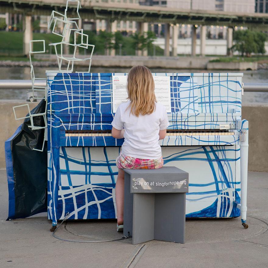 Pianos de la calle - Página 2 Pianos-callejeros-tocame-soy-tuyo-8