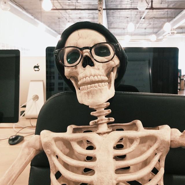 Este esqueleto se convierte en casi cualquier chica de Instagram ...