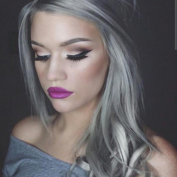 Cabello gris en mujeres jovenes