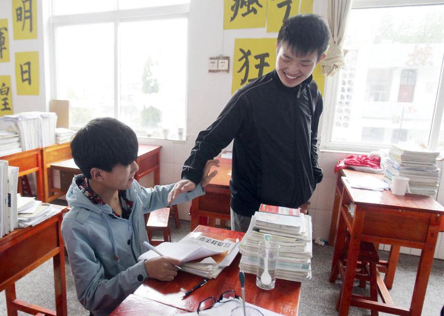 amigo-minusvalido-cargar-clase-xie-xu-zhang-chi (5)