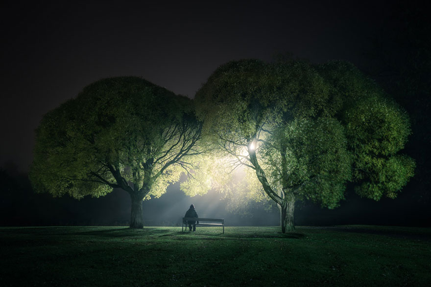 Este fotógrafo finés autodidacta hace las fotos nocturnas más sobrenaturales de Instagram