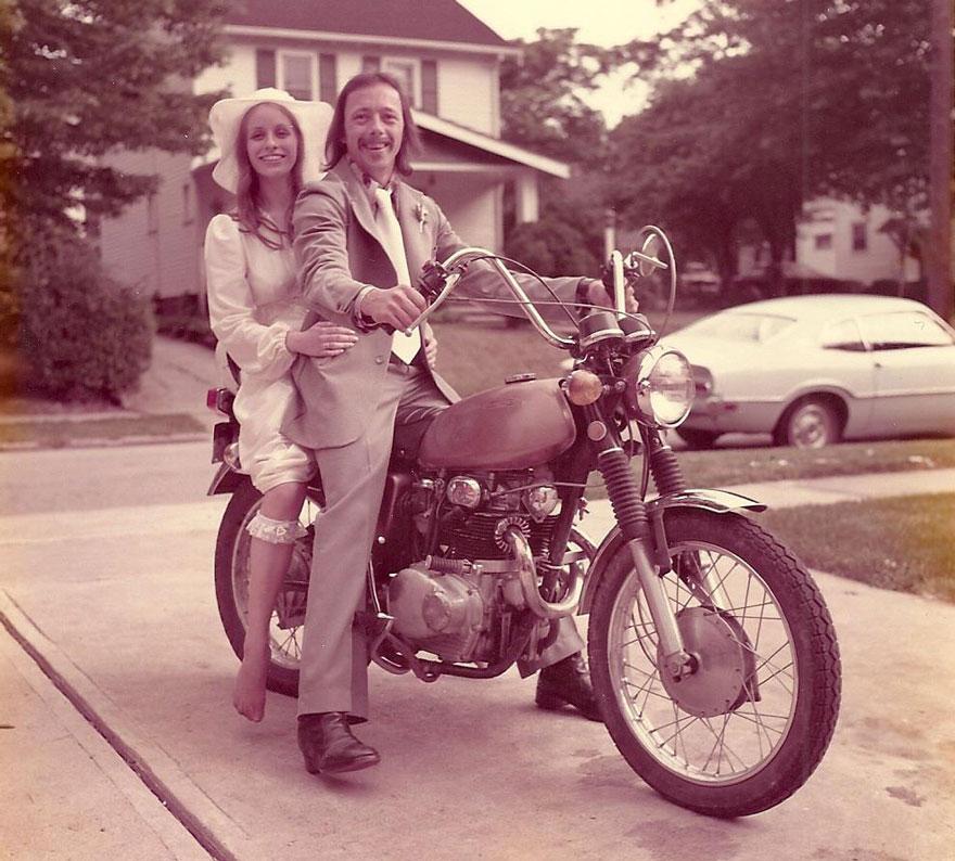 Esta pareja celebra su 40º aniversario recreando sus fotos de boda ...