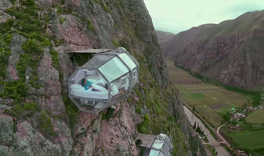 ¿Te animás a dormir en un hotel colgado a 400 metros de altura?