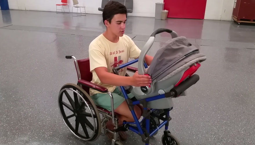 Classroom Design For Wheelchairs : Este adolescente diseña un carrito de bebés para una madre