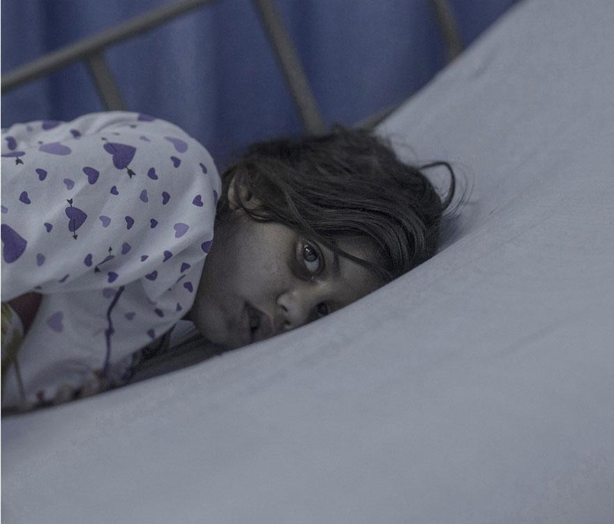 Este fotógrafo muestra dónde y cómo duermen los niños refugiados sirios