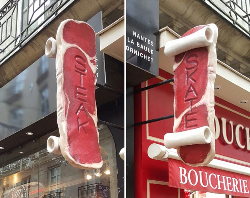 Una carnicería y una tienda de monopatines comparten cartel y funciona para ambos