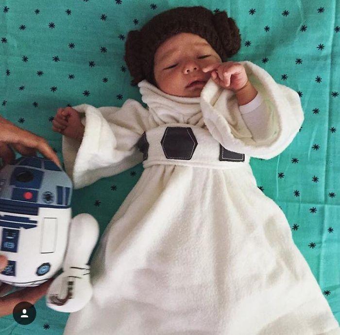 El bebé de Mark Zuckerberg disfrazado de Jedi inspira a los demás a compartir sus fotos de bebés de la Guerra de las Galaxias
