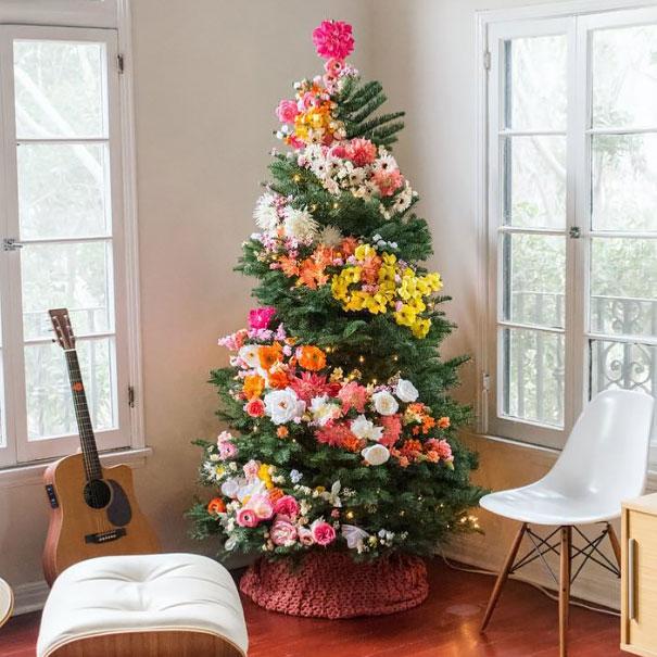 La ltima moda es decorar el rbol de Navidad con flores y queda