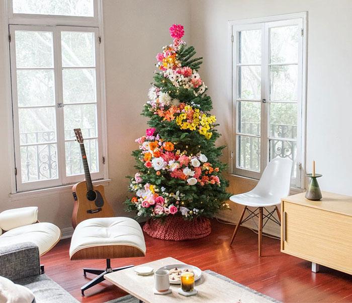 la ltima moda es decorar el rbol de navidad con flores y queda precioso bored panda