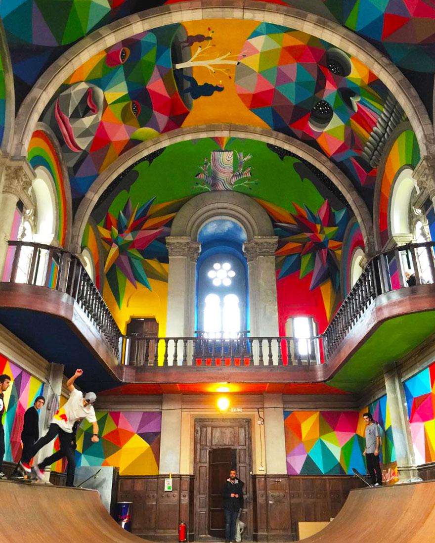 Esta iglesia española fue transformada en un parque de skate y pintada con graffitis coloridos