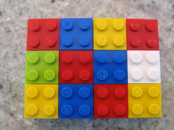 Una profesora utiliza LEGOs para explicar matemáticas a sus alumnos