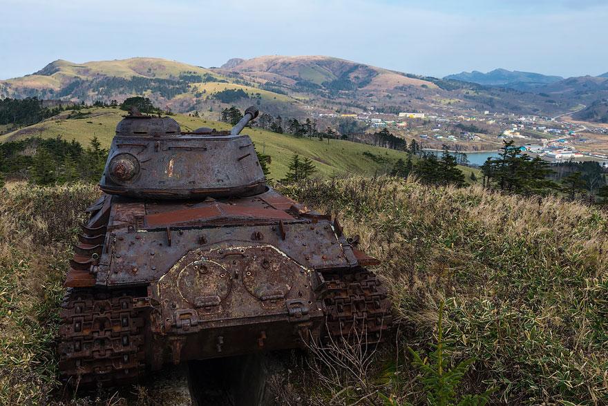 15 Tanques devorados por la naturaleza como si nunca hubiera habido guerra