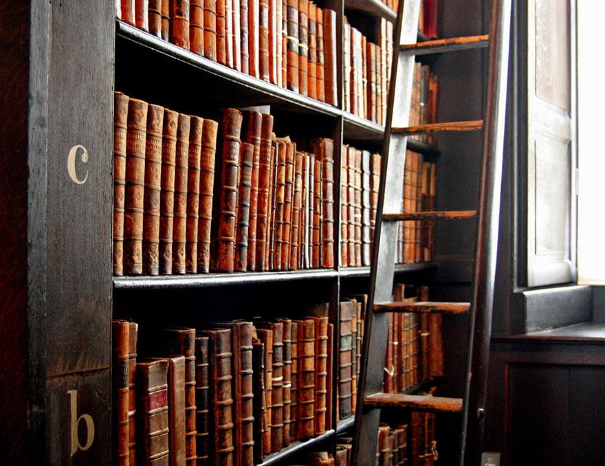 biblioteca-trinity-college-dublin (1)