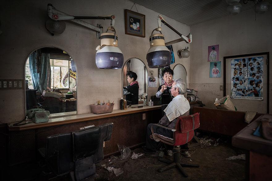 fotos-antiguos-habitantes-ciudad-fantasma-fukushima (9)