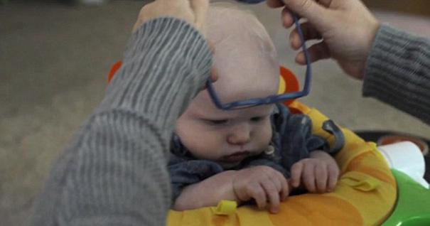 bebe-ve-la-primera-vez-a-su-madre-con-gafas-leopold-wilbur-reppond (2)