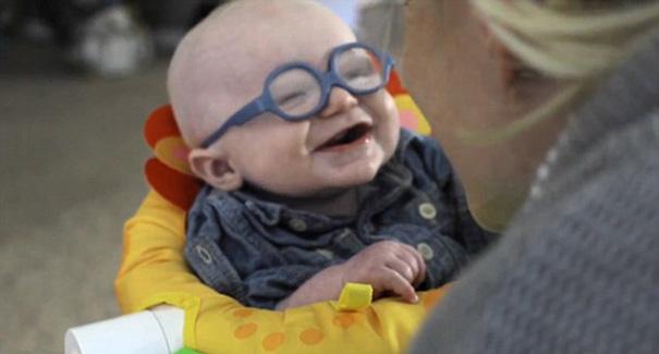 bebe-ve-la-primera-vez-a-su-madre-con-gafas-leopold-wilbur-reppond (4)