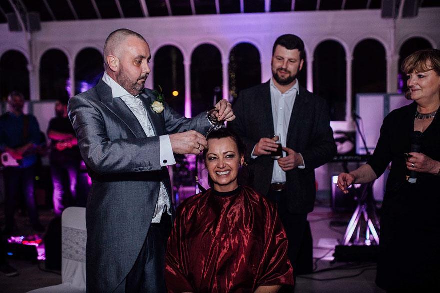 Esta novia se rapó la cabeza en su boda para apoyar a su novio enfermo terminal