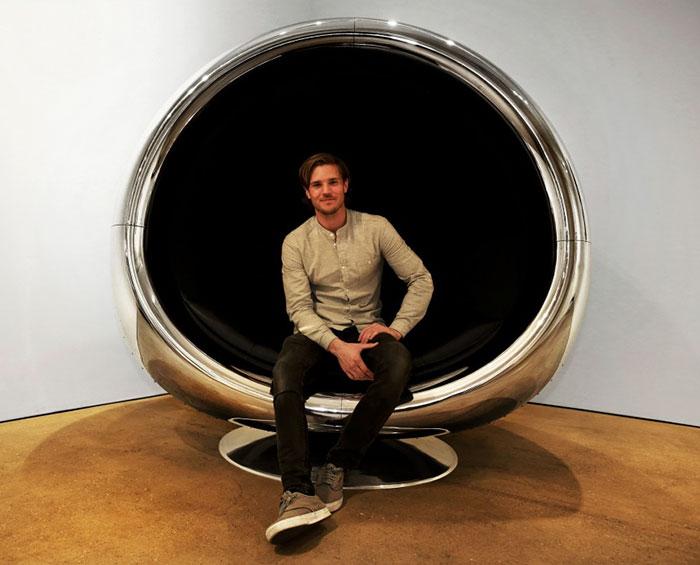 Sillón hecho con el motor reciclado de un Boeing 737