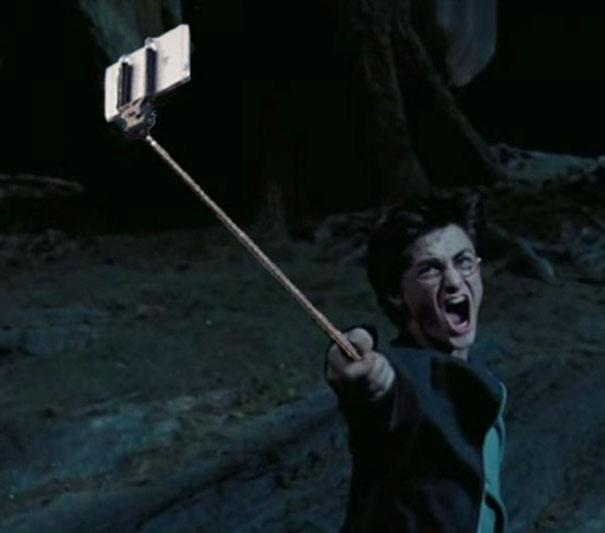 armas-reemplazadas-palos-selfie-peliculas (2)
