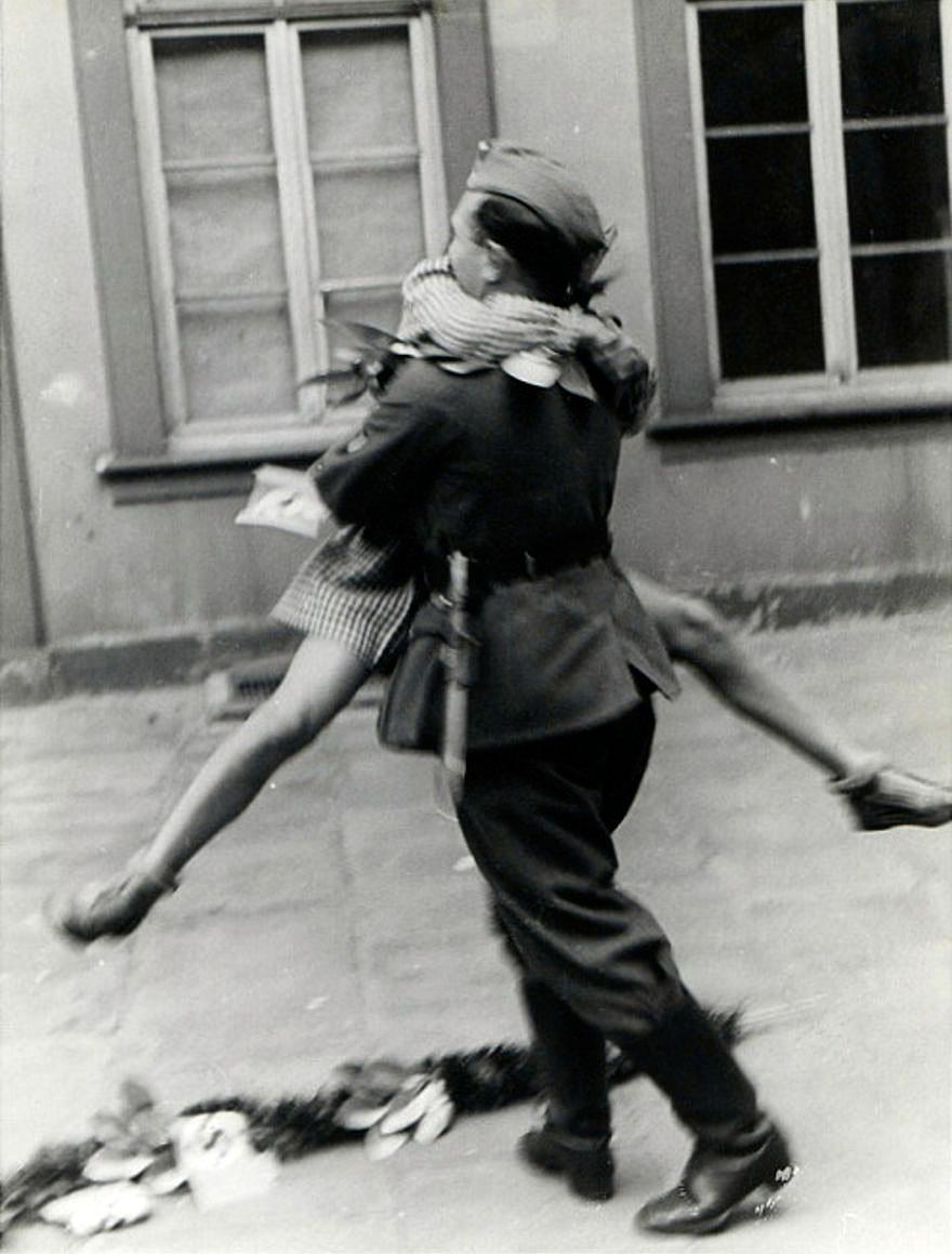 fotos-antiguas-parejas-tiempos-guerra (5)