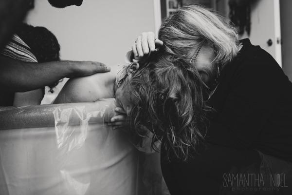 fotos-madres-ayudando-hijas-parto (3)