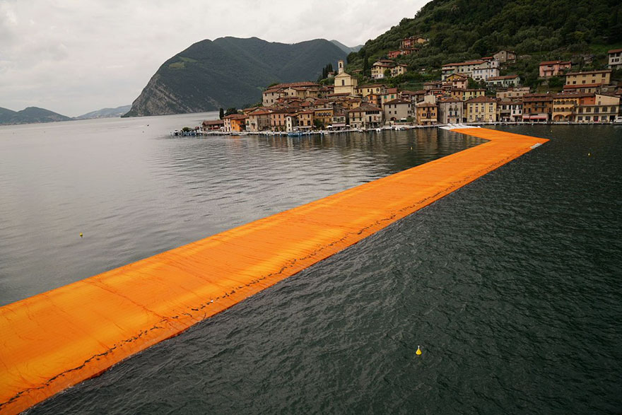 instalacion-artistica-embarcaderos-flotantes-christo-jeanne-claude-italia (8)