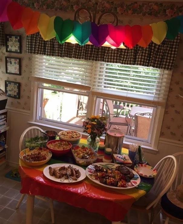 fiesta-sorpresa-orgullo-gay-salir-armario-kinsey-ratzman- (5)