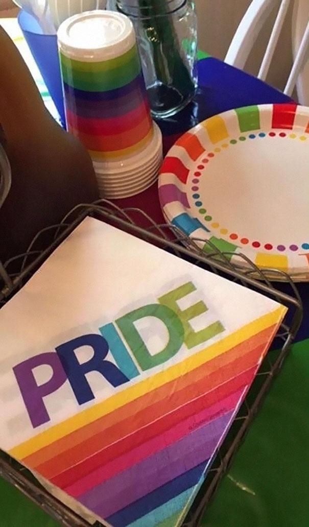 fiesta-sorpresa-orgullo-gay-salir-armario-kinsey-ratzman- (7)