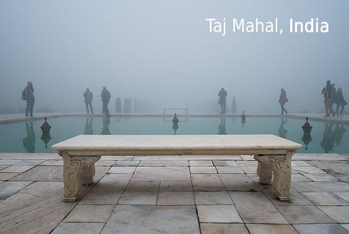 """Este fotógrafo apunta su cámara hacia el lado """"equivocado"""" en los monumentos más visitados del mundo"""