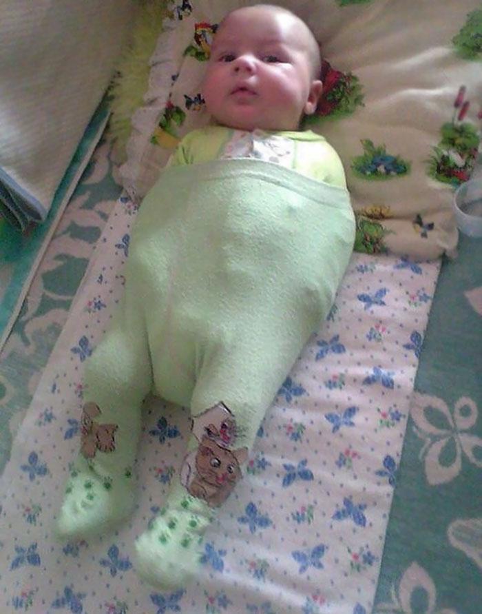 padre-fallo-vistiendo-bebe (3)