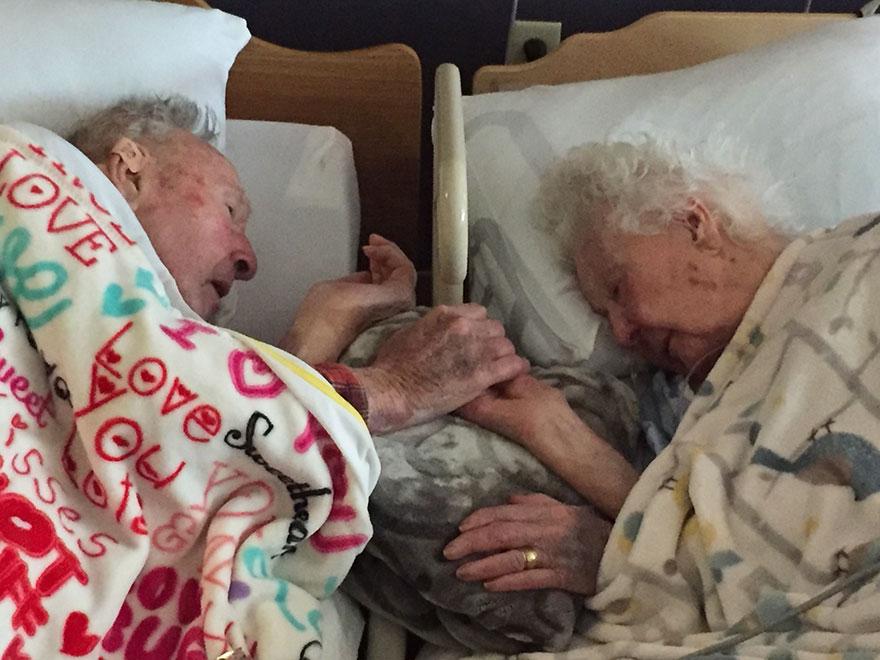 pareja-anciana-mano-lecho-muerte