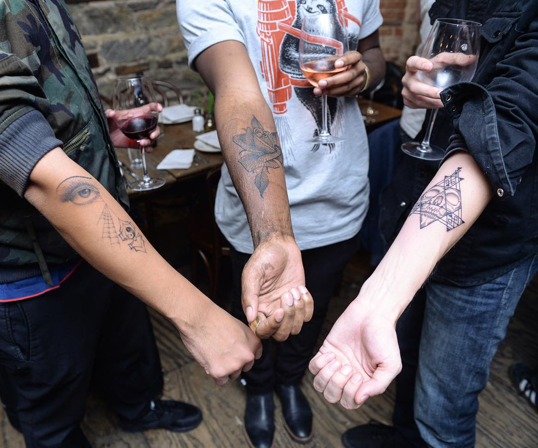 tatuaje-sorpresa-agujero-whole-glory-scott-campbell-2 (4)