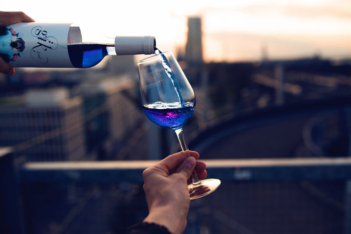 Freno A La Innovación: El Vino Puede Ser Blanco O Tinto, Pero No Azul