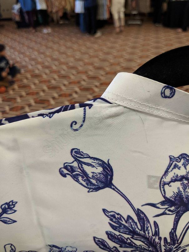 Este Vestido Pakistaní Lleva Una Filigrana Digital De Shutterstock