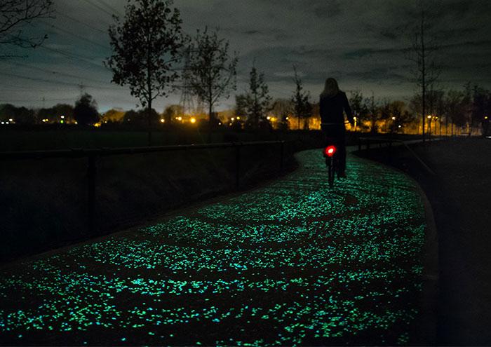 """Energía Solar Para Iluminar Un Camino De Bicis Inspirado En """"Noche Estrellada"""" De Van Gogh"""