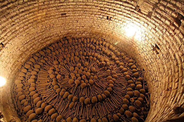 Osarios: Macabras Catacumbas Llenas De Huesos Humanos