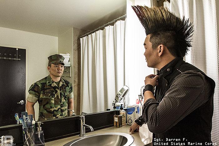 Potentes Imágenes Que Muestran A Las Personas Que Hay Más Allá De Su Uniforme Militar