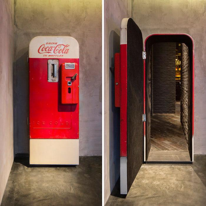 Hay un bar escondido tras esta antigua máquina de bebidas en Shanghai