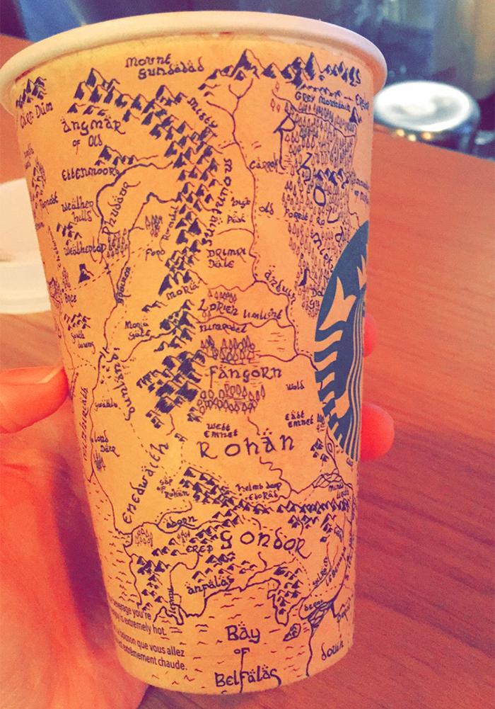 Este mapa tan épico de la Tierra Media de El Señor de los Anillos se hizo en 5 horas en un vaso de café