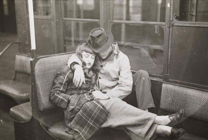 El metro de Nueva York en 1946 fotografiado por Stanley Kubrick a los 17 años