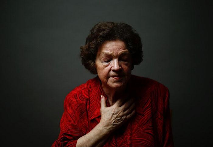 Estos elocuentes retratos de supervivientes de Auschwitz conmemoran el 70º aniversario de su liberación