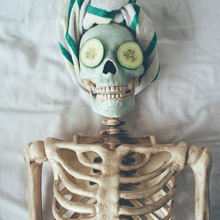 Este esqueleto se convierte en casi cualquier chica de Instagram