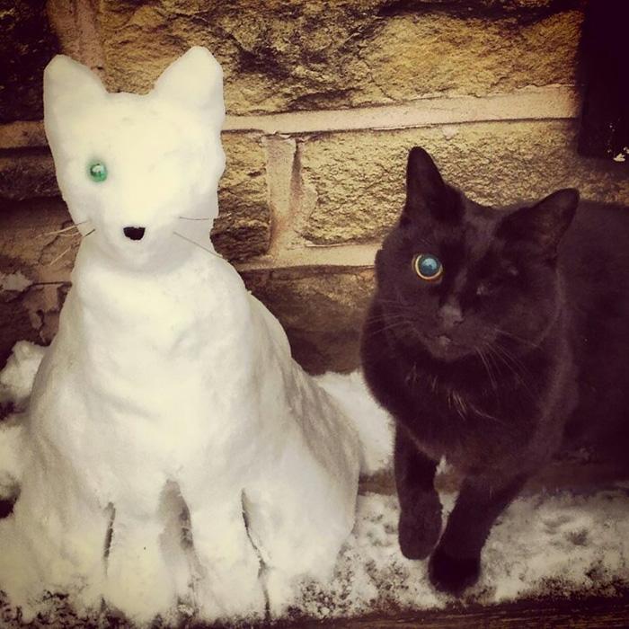 Gente que ha decidido convertir a sus mascotas en esculturas de nieve