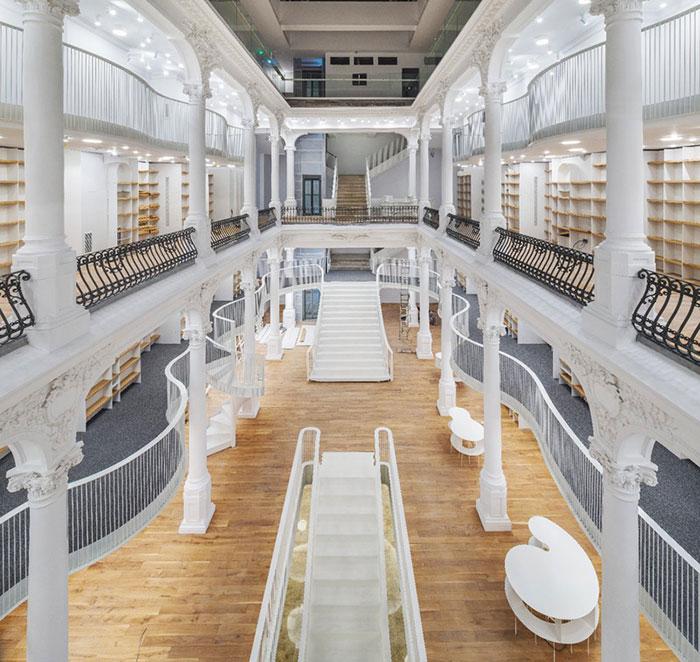 Una nueva librería de aspecto mágico abre sus puertas en Rumanía
