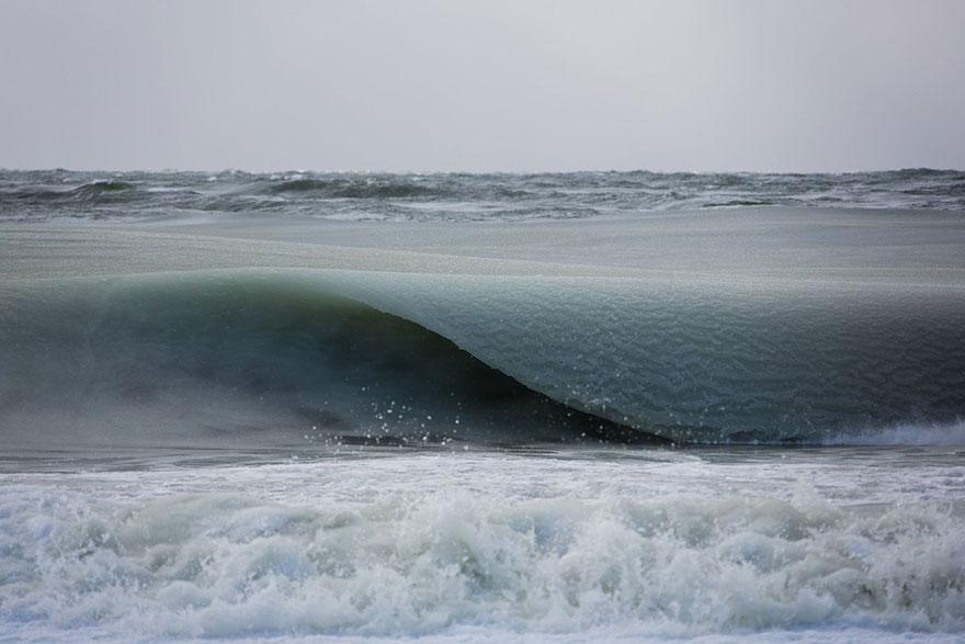 Olas de granizado baten la costa de Nantucket a causa del frío extremo