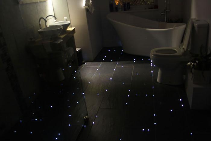 Este hombre convirtió el suelo del cuarto de baño en un ...