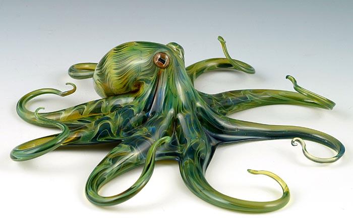 Estas criaturas de vidrio soplado cobran vida en las elegantes esculturas de Scott Bisson