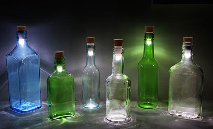 Convierte las botellas usadas en lámparas con estos corchos LED recargables